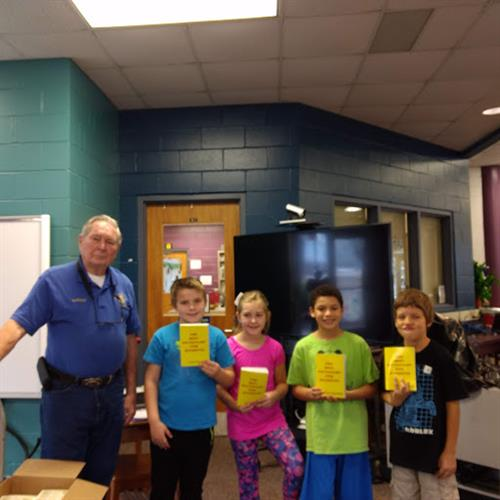 3rd grade students with dictionaries